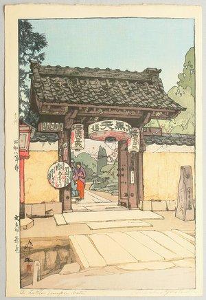 吉田博: A Little Temple Gate - Artelino