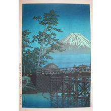 川瀬巴水: Mt.Fuji in Mool Light at Kawaibashi Bridge - Ronin Gallery