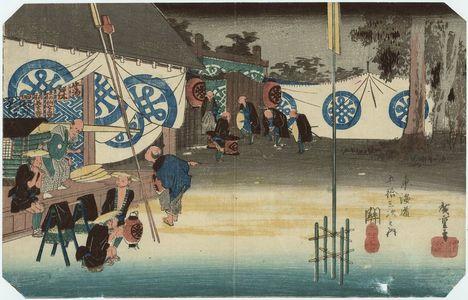 Utagawa Hiroshige: Seki: Early Departure of a Daimyô (Seki, honjin hayadachi), from the series Fifty-three Stations of the Tôkaidô Road (Tôkaidô gojûsan tsugi no uchi), also known as the First Tôkaidô or Great Tôkaidô - Museum of Fine Arts