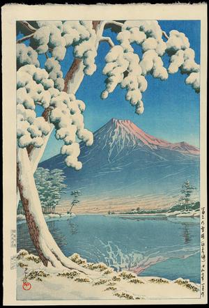 川瀬巴水: Clearing After a Snowfall on Mt Fuji (Tagonoura Beach) - Ohmi Gallery