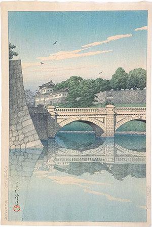 川瀬巴水: Morning at Nijubashi (Nijubashi no Asa) - Scholten Japanese Art