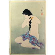 Natori Shunsen: Three Beauties by Shunsen: Combing her Hair (Shunsen bijin sanshi: Kamisuki) - Scholten Japanese Art